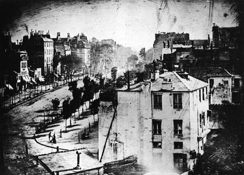 Reproducción del daguerrotipo del Boulevard du Temple (París) tomado por Daguerre en 1838.