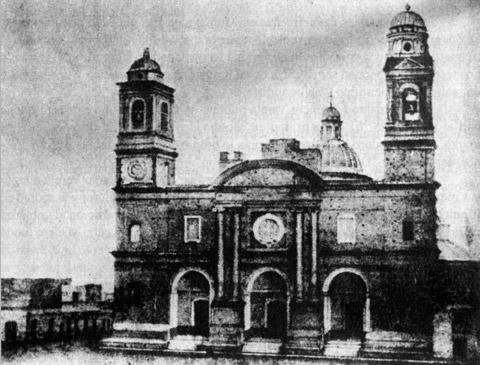 Fachada de la Iglesia Matriz de Montevideo (Uruguay). Reproducción de la litografía realizada por José Gielis a partir del daguerrotipo tomado por Louis Comte el 29 de febrero de 1840, publicada en el periódico El Talismán el 4 de marzo de ese año.